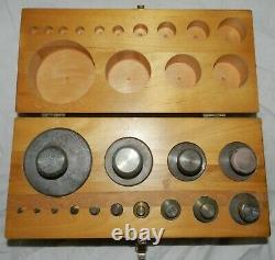 Vintage Ohaus weight set 14 pieces 10 pounds to 1/16 of Oz, in wood case